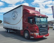 2009 SCANIA P310 HP 6x2 curtainsider with 2 tonne tail lifter